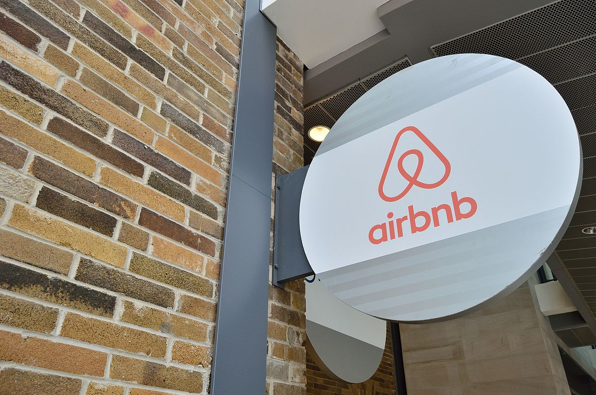 Airbnb hire ex-Amazon Vice President