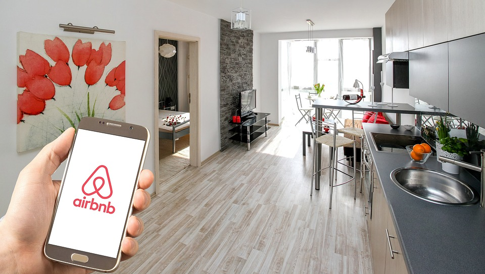 Airbnb to offer equity share to hosts